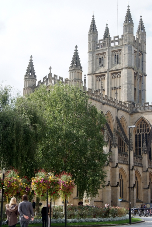 Bath Abbey looking as nonchalant as a building that big can look.