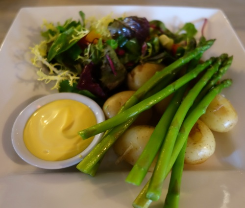 Asparagus and hollandaise at The Greyhound